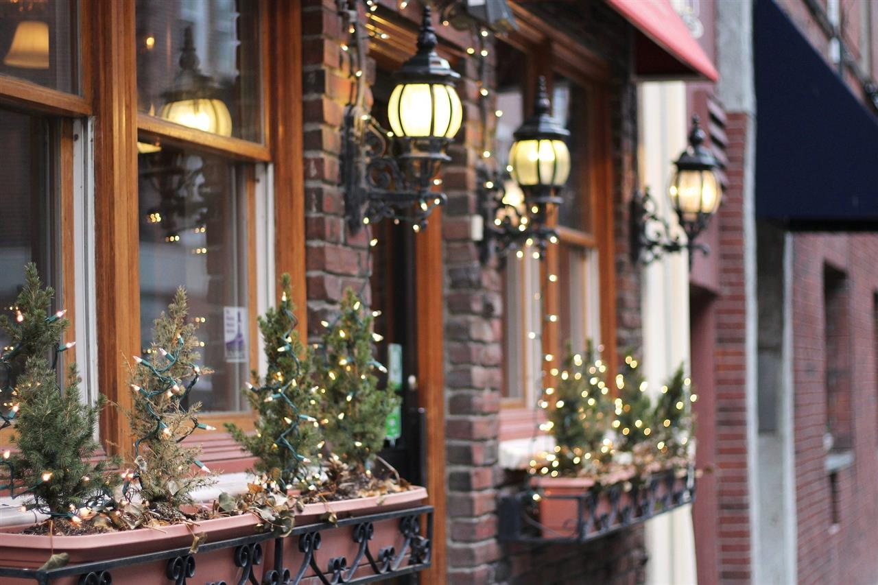 How to ensure your Christmas decorations help sell your property